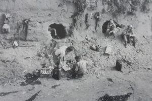 militari a riposo sul valico di chiunzi dopo un battaglia