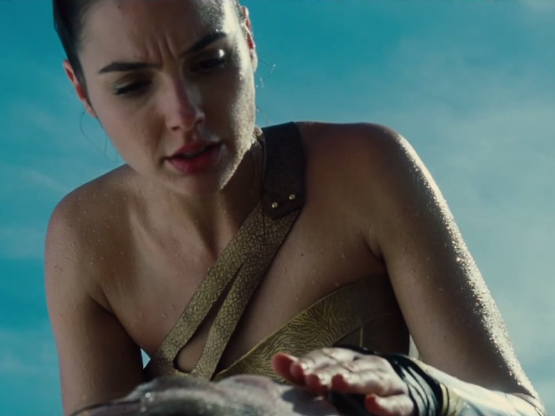 Gal gadot got a giant piece of tape stuck to her butt and for some reason i'm obsessed with it