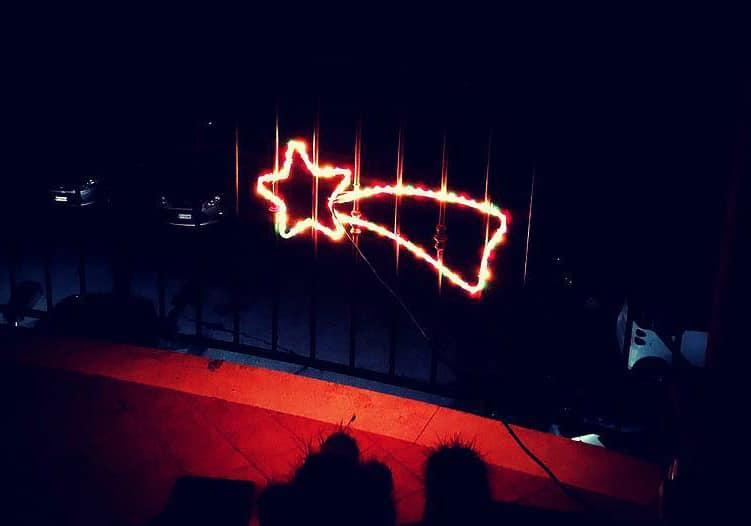 Immagini Di Stelle Comete Natalizie.Simboli Del Natale La Stella Cometa Che Annuncia Il Bambino